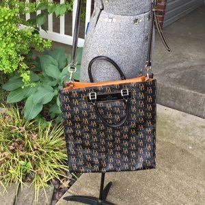 Dooney & Bourke vertical leather satchel 🇮🇹